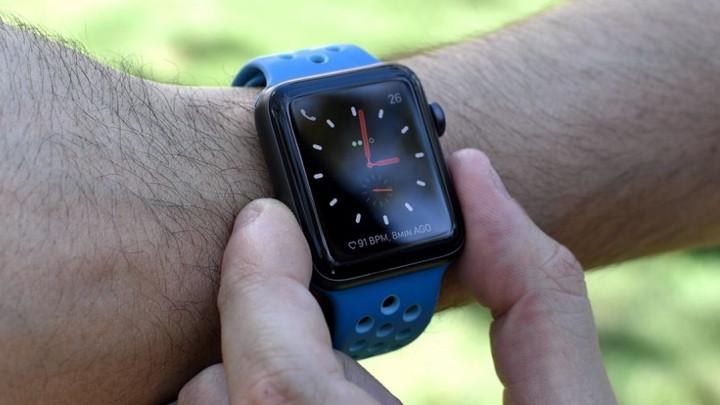Apple Watch Series 5 в Series 3: какие умные часы лучше?