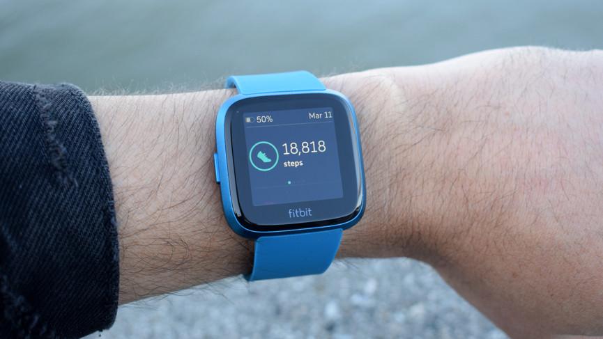Fitbit Versa Lite Edition обзор