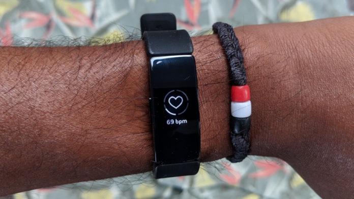 Fitbit Inspire HR обзор