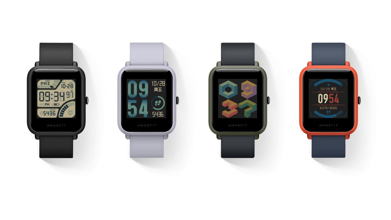 Комплект поставки amazfit bip минималистичный: сами часы с силиконовым ремешком, инструкция и док-станция для зарядки.
